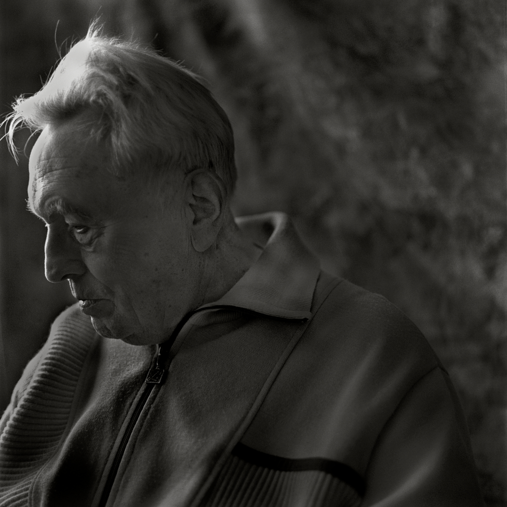 Felix Kolmer, photographed at his apartment - Prague, Czech Republic, June 2009. In November of 1941, at the age of 19, Felix Kolmer had the dubious distinction of being sent on the first prisoner transport, Aufbaukommando, ÒAK IÓ, to Terezin. He was one of a vanguard of 342 young men between the ages of 19 and 22 who were sent to prepare the 118th century military outpost that was Terezin for the more than 130,000 Jews that would eventually follow.